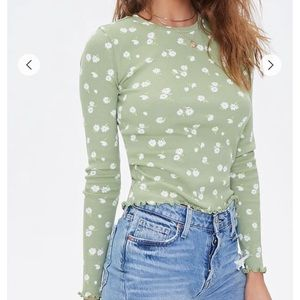 Forever 21 Tops - Green Floral Cropped Long Sleeve 🌱🌼